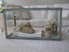 Old Fish Tank as Display Coffee Table - Whitewashed Cottage chippy shabby chic french country rustic swedish idea Shabby Chic Homes, Shabby Chic Style, Shabby Chic Decor, Diy Arts And Crafts, Diy Craft Projects, Fish Tank Coffee Table, Glass Fish Tanks, Antique Coffee Tables, Welcome To My House