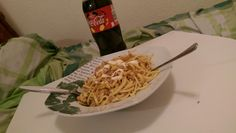 Spaetzl mit Thunfisch in Sonnenblumenoel , Cola