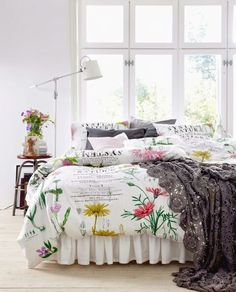 floral bedding  Romantic and floral bed. More on my blog: http://kokopelia.pl/romantyczna-sypialnia-posciele/