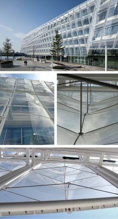 UNILEVER GERMANY HEADQUARTERS Location: Hamburg, Germany Client: HOCHTIEF Projektentwicklung Architect: Behnisch Architekten – www.behnisch.com Planning and construction: 2007–2009