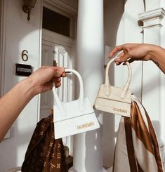 Find tips and tricks, amazing ideas for Gucci purses. Discover and try out new things about Gucci purses site Gucci Purses, Purses And Handbags, Pink Purses, Dior Handbags, Cheap Handbags, Burberry Handbags, Luxury Bags, Luxury Handbags, Look Fashion