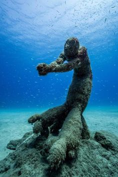 Amazing Underwater Museum Opens In Lanzarote Underwater Spain - Europes first ever underwater museum is full of hyperrealistic human sculptures