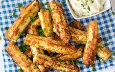 We weten dat het niet supergezond is, maar af en toe kan een frietje echt smaken. Wil je op je lijn letten nu de zomer eraan komt? Probeer dit receptje dan eens uit. Smaakt net zoals the real deal, maar het bevat een pak minder calorieën.