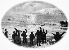 """""""Se buscan hombres para expedición peligrosa. Sueldo bajo, frío extremo, largos meses en completa oscuridad, peligro constante, no hay garantía de retorno. Honores y premios en caso de éxito"""""""