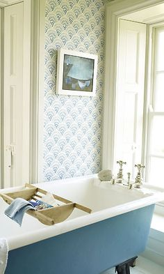 paint the underside of claw foot tub -- great way to add a punch of color and tie together a vintage bathroom.