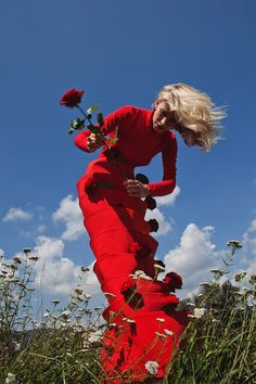 Red: Fashion Photography by Andrew Tarnawczyk Rot: Modefotografie von Andrew Tarnawczyk – Inspiration Grid Fashion Photography Poses, Fashion Photography Inspiration, Color Photography, Editorial Photography, Portrait Photography, Fashion Inspiration, Photography Jobs, Photography Flowers, Photography Lighting