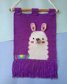 I can smile by just looking at this supercute Llama on my wall, he is freaking . Crochet Geek, Crochet Doll Pattern, Crochet Toys, Crochet Baby, Knit Crochet, Crochet Patterns, Crochet Wall Art, Crochet Wall Hangings, Tapestry Crochet