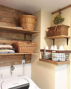 Wood on walls, this color walls? Bathroom Inspiration, Interior Inspiration, Small Apartment Interior, Laundry Room Remodel, Small Space Design, Natural Interior, Cafe Style, Cute Kitchen, Rustic Wall Decor