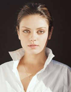 Mila Kunis hair pulled back                                                                                                                                                                                 Más