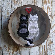 Hand Embroidery Patterns, Embroidery Art, Cross Stitch Embroidery, Cross Stitch Patterns, Creative Walls, Creative Decor, Cross Stitch Needles, Cat Wall, Wall Decor