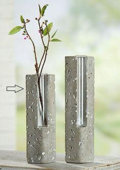 ,concrete vases (link: https://www.madesh.de/handverlesene-lieblingsstuecke/beton/gilde-handwerk-zement-vase-mit-glas-klein-schmal/7785-0-0-7785-0.htm?cat=32&subcat=100&subsubcat=&produkt=319 ) diy project, cool diy, minimal diy, coloblock diy, diy projects
