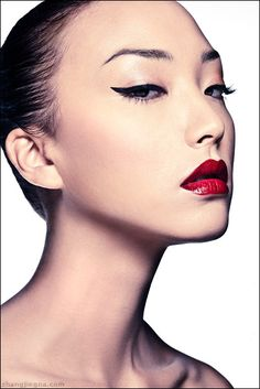 I absolutely adore asian eyes. The perfect eyes to put bold eyeliner on.