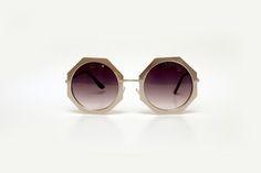 Óculos redondo prateado com lente degradê
