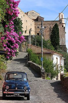 One more time, Fiat 500 'n the street. Where is that owner? Fiat 500 Vintage, Places To Travel, Places To See, Wonderful Places, Beautiful Places, Fiat Cinquecento, Fiat Abarth, Postcards From Italy, Toscana Italia