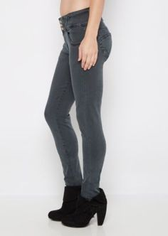 Get the lift that you've been craving in this stylish jegging. Cut from charcoal gray twill, it's designed with a high waist build and features contoured seams for a flattering bum lift. 3-shank and zip closure. Super fitted through leg.