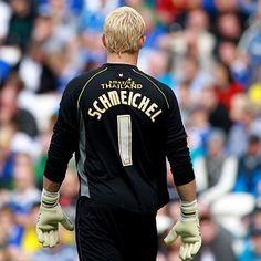 Kasper Schmeichel, Leicester City Goalkeeper. Wearing Precision Schmeichel Negative Goalkeeper Gloves.