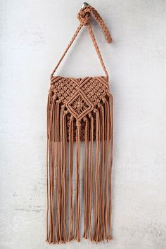 Perfect your next festival outfit by including the Mahala Terra Cotta Crochet Fringe Purse! This cute crochet bag has long fringe accents, and interior zipper compartment. Shoulder strap measures around. Macrame Purse, Macrame Art, Macrame Projects, Crochet Shell Stitch, Bead Crochet, Cute Crochet, Boho Chic, Style Boho, Trendy Style