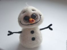 This little snowman is so cute. I kind of want to paint him! Needle Felted Ornaments, Felt Ornaments, Needle Felted Animals, Felt Animals, Felt Christmas, Christmas Crafts, Felt Snowman, Snowmen, Needle Felting Tutorials