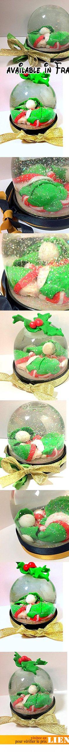 Boule à neige/Miniature/figurine/bébé/garçon/fimo/noël/vert/rouge/blanc/décoration de table/papa Noel/ idée cadeau/boule de noel/handmade/neige/paillettes/boule de neige/houx/personnalisable.  #Guild Product #GUILD_BABY