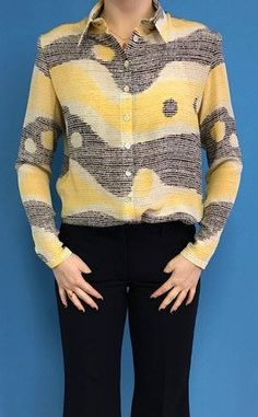 Shirt with retro black/yellow design van BYMPM op Etsy