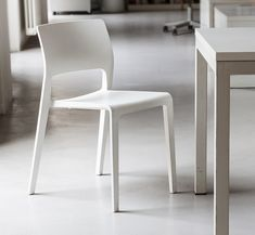 Juno, chair | Studio Irvine