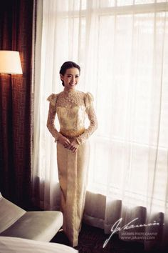 Not Lao (Thai wedding dress) but love the blouse Thai Traditional Dress, Traditional Wedding Dresses, Traditional Fashion, Traditional Outfits, Thai Wedding Dress, Wedding Dress Styles, Thailand Fashion, Thai Fashion, Thailand Wedding