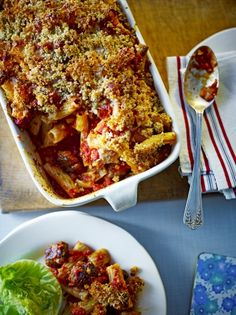 A Jamie Oliver sausage pasta bake recipe that's packed with flavour. This is like the best sausage pasta recipe kicked up a gear! Topped with Cheddar cheese Sausage Pasta Bake, Sausage Pasta Recipes, Chorizo Sausage, Sausage Casserole, Risotto Recipes, Jamie Oliver Sausage Pasta, Pecans, Jamie Olivier, Feta