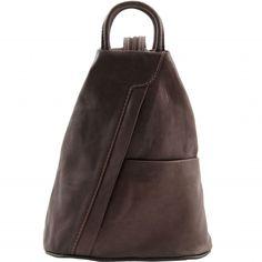 Dunkelbraune Leder Rucksack. Die Leder Rucktasche hat eine sanfte Struktur.Der Rucksack hat ein offenes Fach auf der Vorderseite, Reissverschlussfach auf der Rückseite -