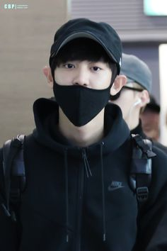 Chanyeol - 151030 Incheon Airport, departing for Fukuoka Credit: ChanBaekPeers. (인천공항 출국)