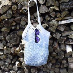 Den virkade nätkassen är ett måste, den kan användas när du handlar, som strandväska på sommaren eller varför inte som garnpåse? Mixa dina favoritfärger och designa din egen personliga väska. Mycket nöje! .