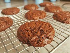 Cookies healthy aux flocons d'avoine - Les Gourmandises de Steph Granola, Cookies Healthy, Biscuits, Healthy Meals, Healthy Recipes, Desserts, Flakes, Drizzle Cake, Crack Crackers