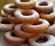 Oponki serowe Onion Rings, Doughnut, Sausage, Meat, Ethnic Recipes, Desserts, Food, Tailgate Desserts, Deserts