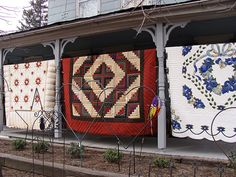 Not so plain; Amish quilts are filled with unexpected color and excitement Amische Quilts, Log Cabin Quilts, Barn Quilts, Country Quilts, Amish Country, Country Roads, Amish Pie, Amish Quilts For Sale, Amish Culture
