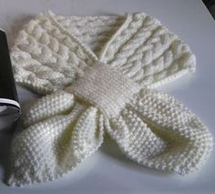 """Petits doigts: Écharpe """" feuille"""" pour adulte Cable Knitting Patterns, Couture, Fashion, Long Scarf, Blanket, Scarves, Tejidos, Accessories, Clothing"""