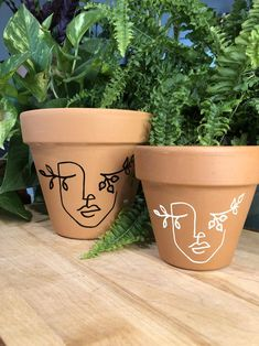 Madre Tierra / Olla de Terracota pintada a mano | Etsy Painted Plant Pots, Painted Flower Pots, Painting Terracotta Pots, Terracotta Plant Pots, Pottery Painting, Diy Painting, Vasos Vintage, Flower Pot Art, Flower Pot Design