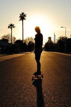 i like! i would be walking down the street Skate Surf, Long Boarding, Snowboarding, Skiing, Long Skate, Surfboards, Longboards, Skater Girls, Malibu Sunrise