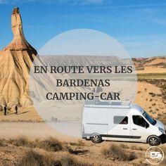 Le désert des Bardenas, ça vous parle ? Vous avez sûrement déjà dû entendre parler de ce petit bijou espagnol. Le désert des Bardenas Reales, plus communément appelé « les Bardenas« , se situe dans le Nord de l'Espagne, en Navarre. C'est un endroit dépaysant, surprenant ! L'idéal, c'est de le visiter de manière nomade… Aire Camping Car, Voyage En Camping-car, Road Trip, Destinations, Excursion, Van Life, Europe, Dogs, Travel