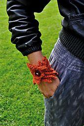 Ravelry: Autumn leaf pattern by Sidsel Sangild