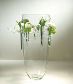 Best Pic Floating Candles in water Ideas Getting wax lights always generates fantastic ambience, the atmosphere is set especially when you ar Ikebana Flower Arrangement, Modern Flower Arrangements, Flower Vases, Flower Art, Deco Floral, Arte Floral, Wedding Vases, Diy Wedding, Wedding Bouquets