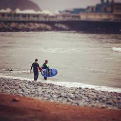 La de hoy en Instagram: Continuamos con las lecciones de surf segundo turno #surf #surflessons #learntosurf #Miraflores #Lima #Peru #Makaha #beachlife #EndlessSummer - http://ift.tt/1K8gmug