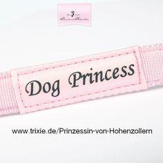 """Eine Hunde-Prinzessin braucht nur Accessoires die ihre Schönheit unterstreichen. Dieses sportliche Halsband mit einem Hauch von Glamour und höchstem Tragekomfort ist daher das ultimative """"must-have"""" für alle Hunde-Prinzessinnen! by Maja Prinzessin von Hohenzollern /Trixiehttp://www.tiierisch.de/produkt/hundehalsband-dog-princess"""