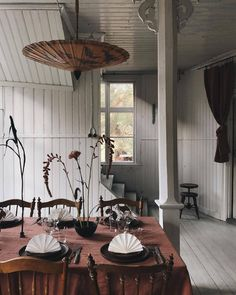 A Swede and a Londoner sharing their interior design ideas and inspirations alongside fashion, travel and lifestyle posts. Bohemian House, Bohemian Decor, World Of Interiors, Interior Architecture, Interior And Exterior, Cozy Cottage, Decorating Blogs, Elle Decor, Rustic Kitchen
