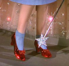 On The Wizard of Oz, opens in theaters around the United… – All Pictures Aesthetic Vintage, Aesthetic Photo, Pink Aesthetic, Aesthetic Pictures, Photographie Indie, Images Esthétiques, Magazin Design, Poster Design, Ruby Slippers