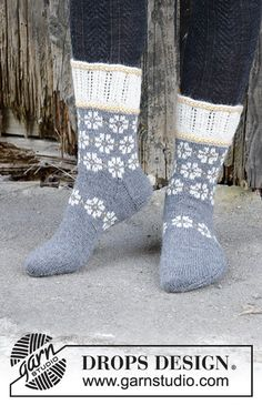 Winter daisies / DROPS - free knitting patterns by DROPS design Free knitting instructions Record of Knitting Wool rotating, weaving and sewing jobs such as for example BC. Knitting Wool, Fair Isle Knitting, Knit Mittens, Knitting Charts, Knitting Socks, Knitting Patterns Free, Free Knitting, Knitted Hats, Drops Design