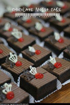 40 pc Chocolate Moist Cake potong ini orderan pertama dari gurunya Devan di AIT Internasional School (AITIS) untuk acara workshop yg...