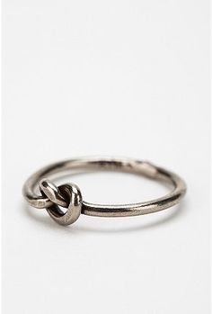 Diament Jewelry for Urban Renewal Vintage Silver Knot Ring - StyleSays