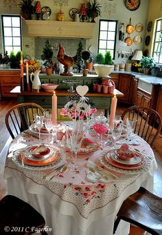 40 Cute Valentine Dining Tables Decor Ideas Source by ClassicOutstandingInteriors table clothes ideas Valentines Day Tablescapes, Everyday Centerpiece, Decoration Table, Centerpiece Ideas, Centerpieces, Beautiful Table Settings, Vintage Tablecloths, Holiday Tables, Cool House Designs