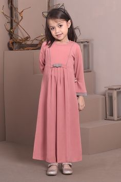 Dress Anak, Abayas, Silhouette Design, Kids And Parenting, Kids Clothing, Hijab Fashion, Ruffles, Kids Outfits, Cold Shoulder Dress