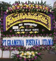 Kirim Bunga Duka Cita ke Rumah DUKA RS St Carolus  Bunga melambangkan kehidupan dan menawarkan kenyamanan untuk berduka. Kecantikan mereka a...