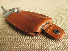Leather key holder with pull strap keychain key pouch